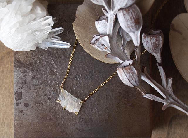 [一点物]原石のムーンストーンのネックレス