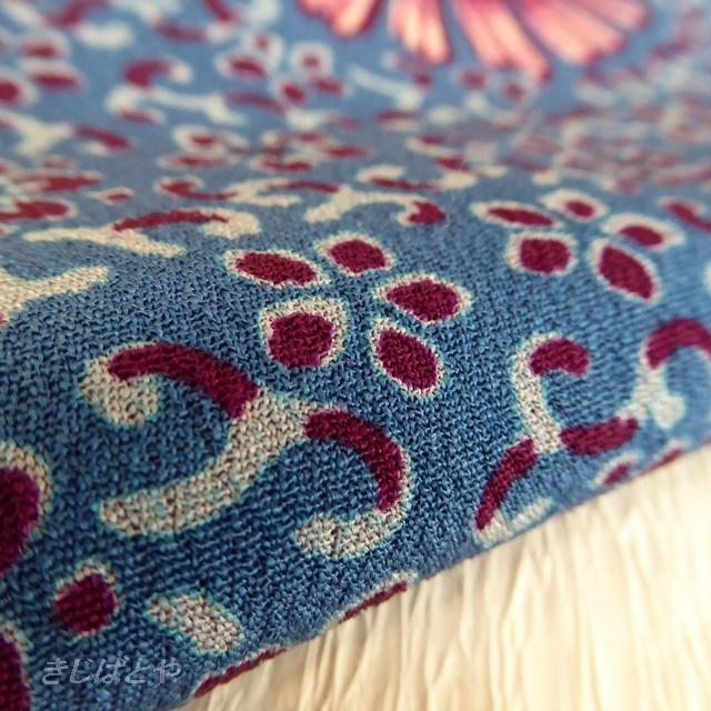 正絹 深いブルーにピンクの花のはぎれ 帯揚げに