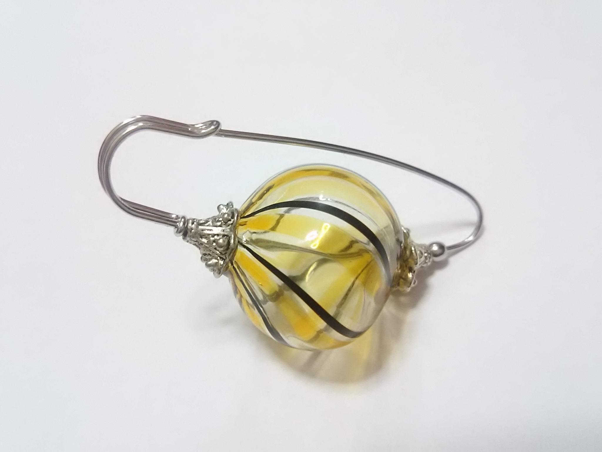 吹きガラスのブローチ