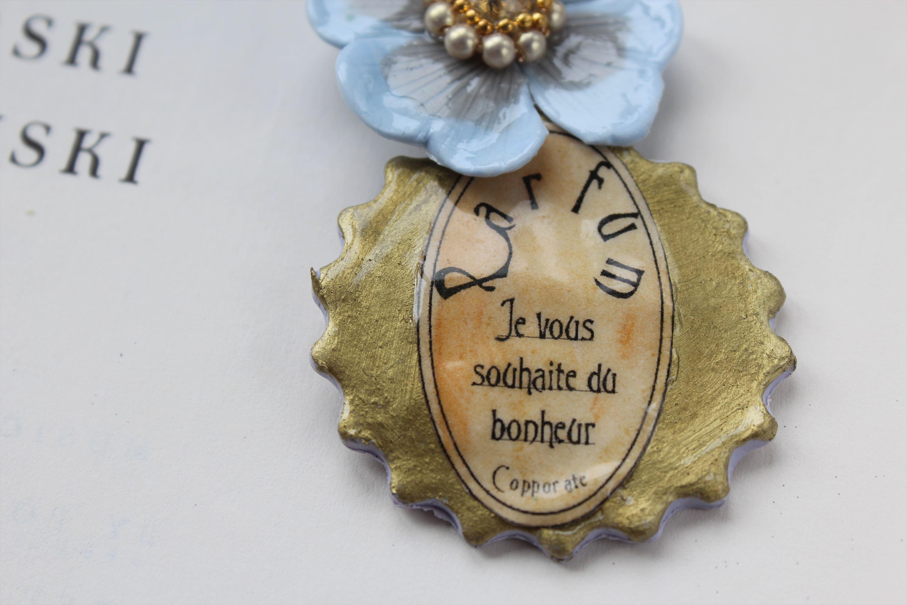 花の香水瓶のネックレス