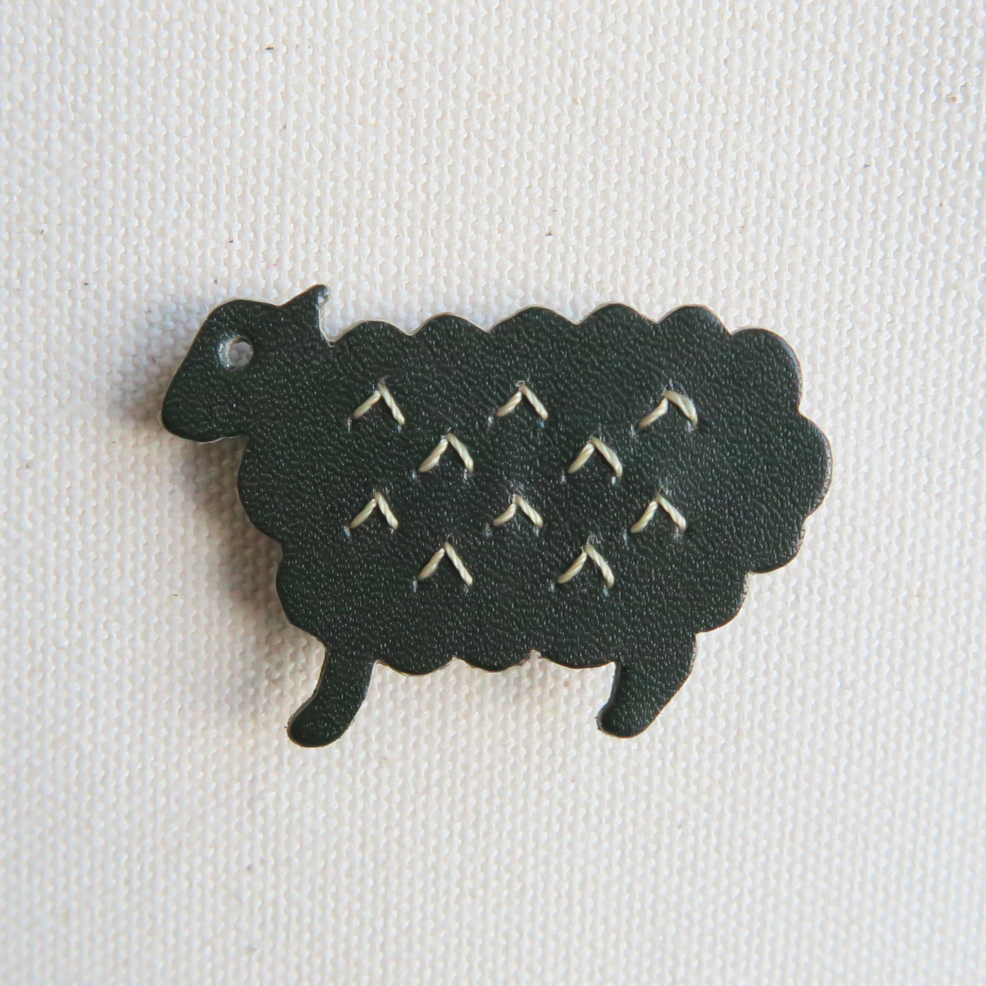 Leather brooch sheep D.GREEN