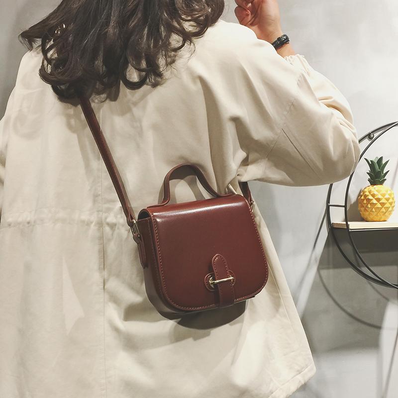 【送料無料】使いやすいミニサイズ♡ レトロ シンプル ショルダーバッグ
