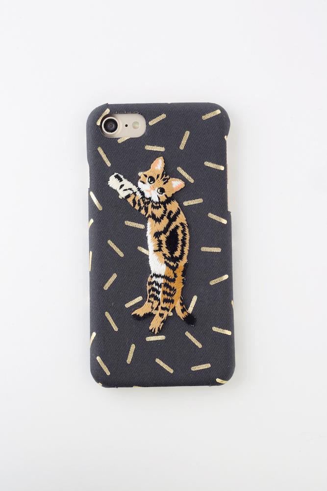 【iPhone7&8専用】刺繍iPhoneケース ブラウンストライプキャット【箔プリント】