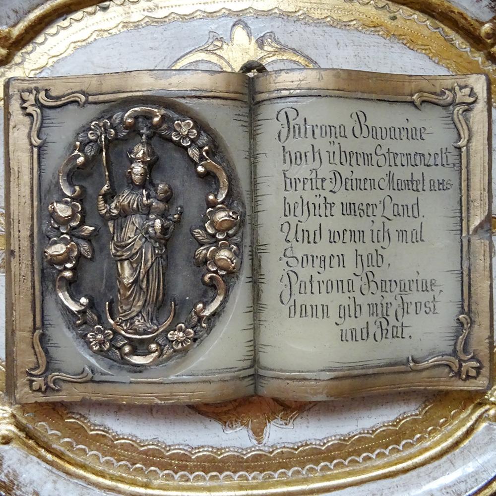 チェコ 聖母マリア本型の壁掛け