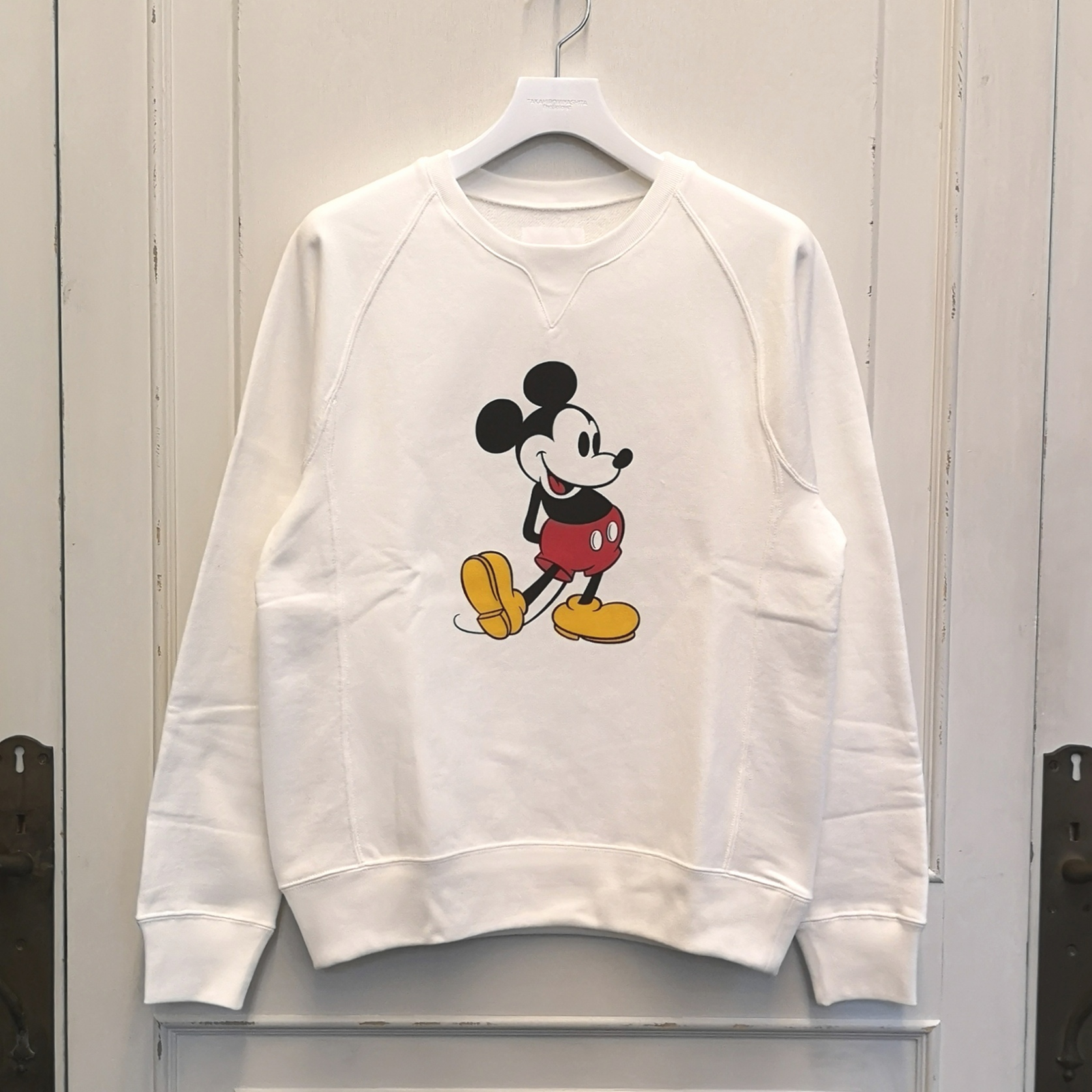sc.0027aSS20 Mickey Mouse crew neck sweatshirt. (original color Mickey Mouse)