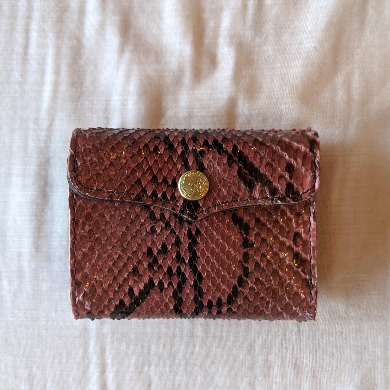 AZUKI【 saranam 】サラナン パイソンレザー 三つ折り財布 /python ミニ財布 アズキ色