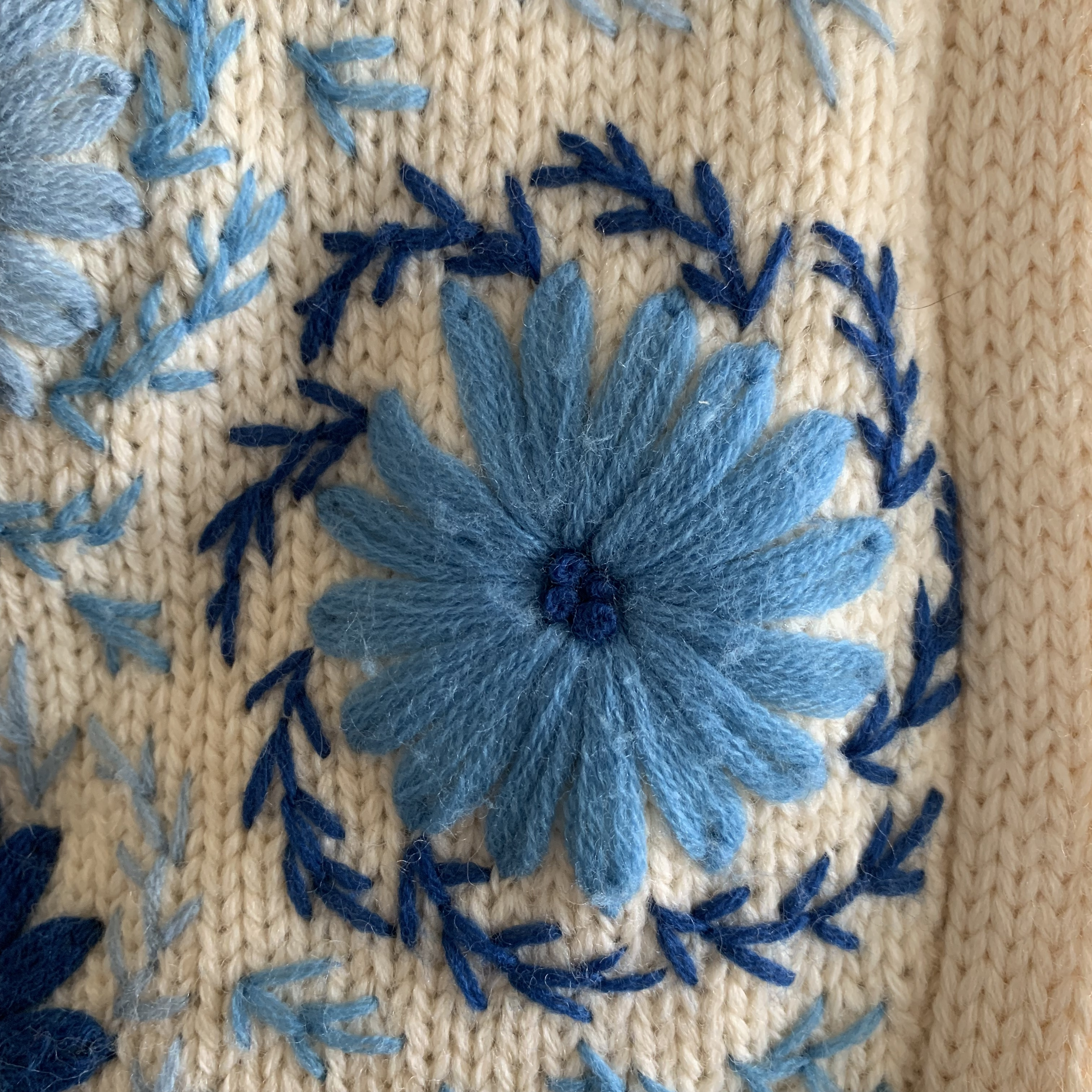 vintage button design knit tops