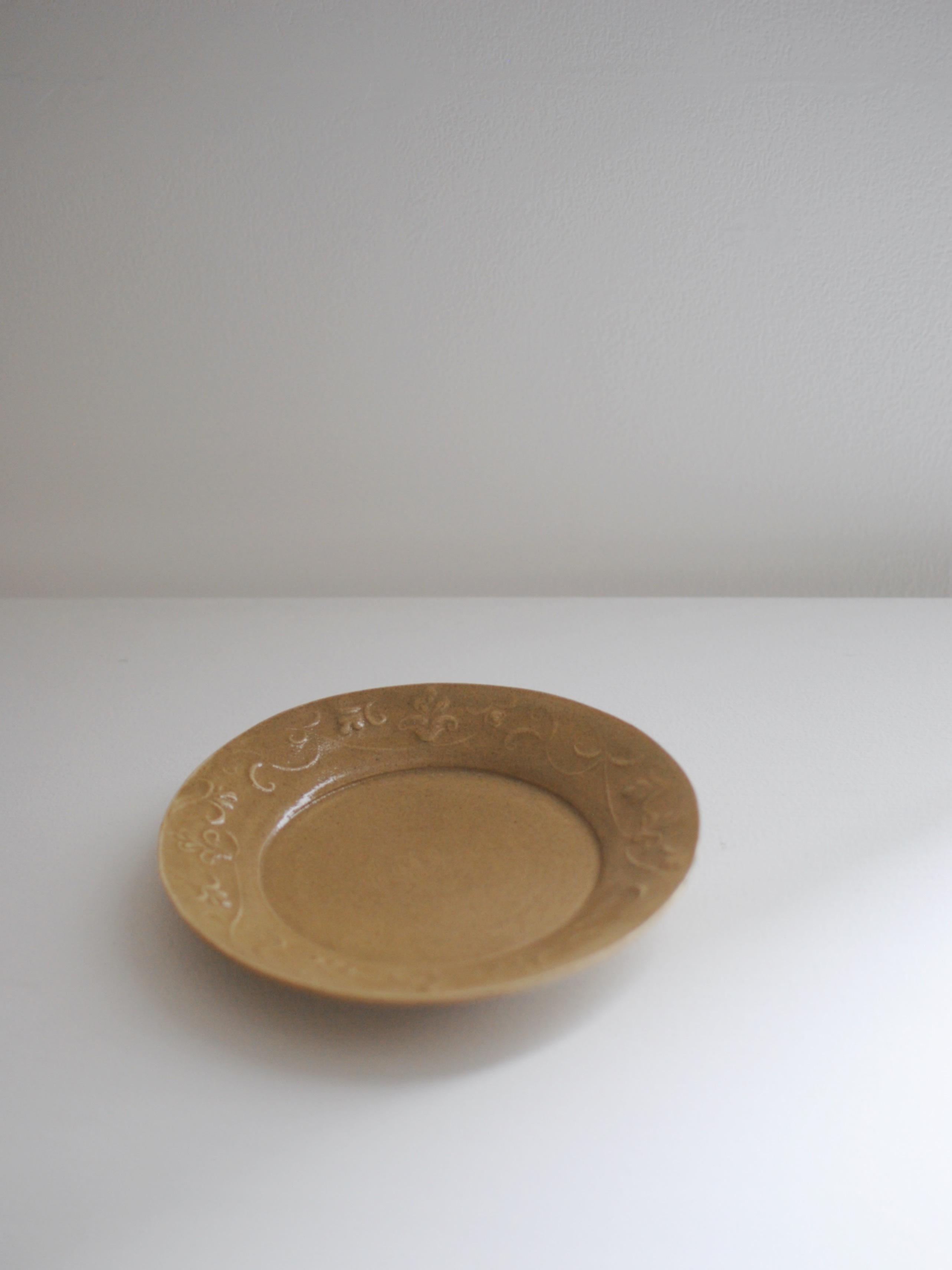 安部太一 黄釉陽刻草花紋皿