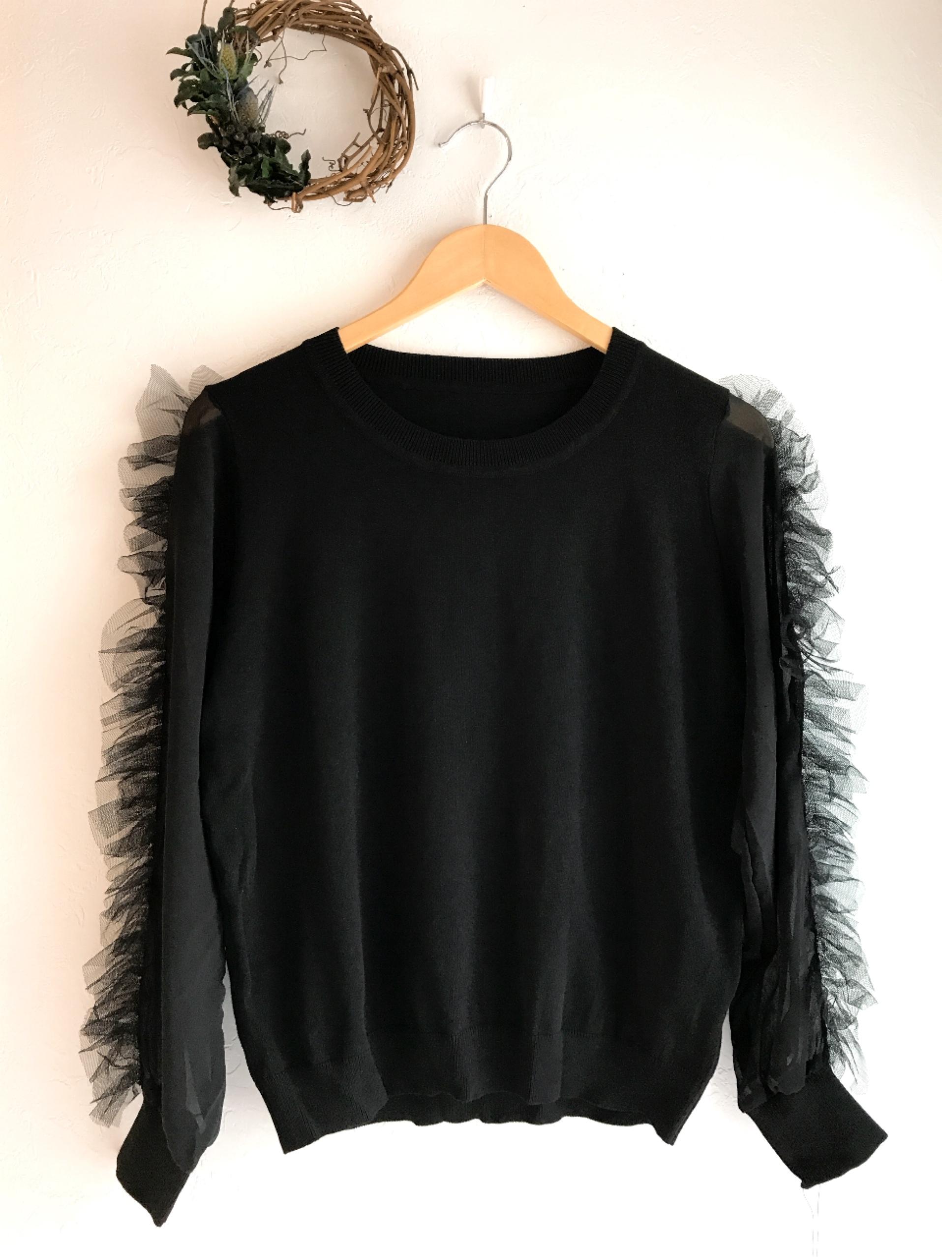 チュールフリル付きシースルー袖のニット ブラック
