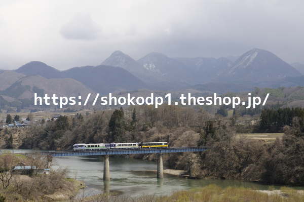 会津鉄道・お座トロ展望列車と山_dsc6080