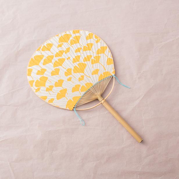 うちわ イチョウの葉(黄色)【手染めうちわ】