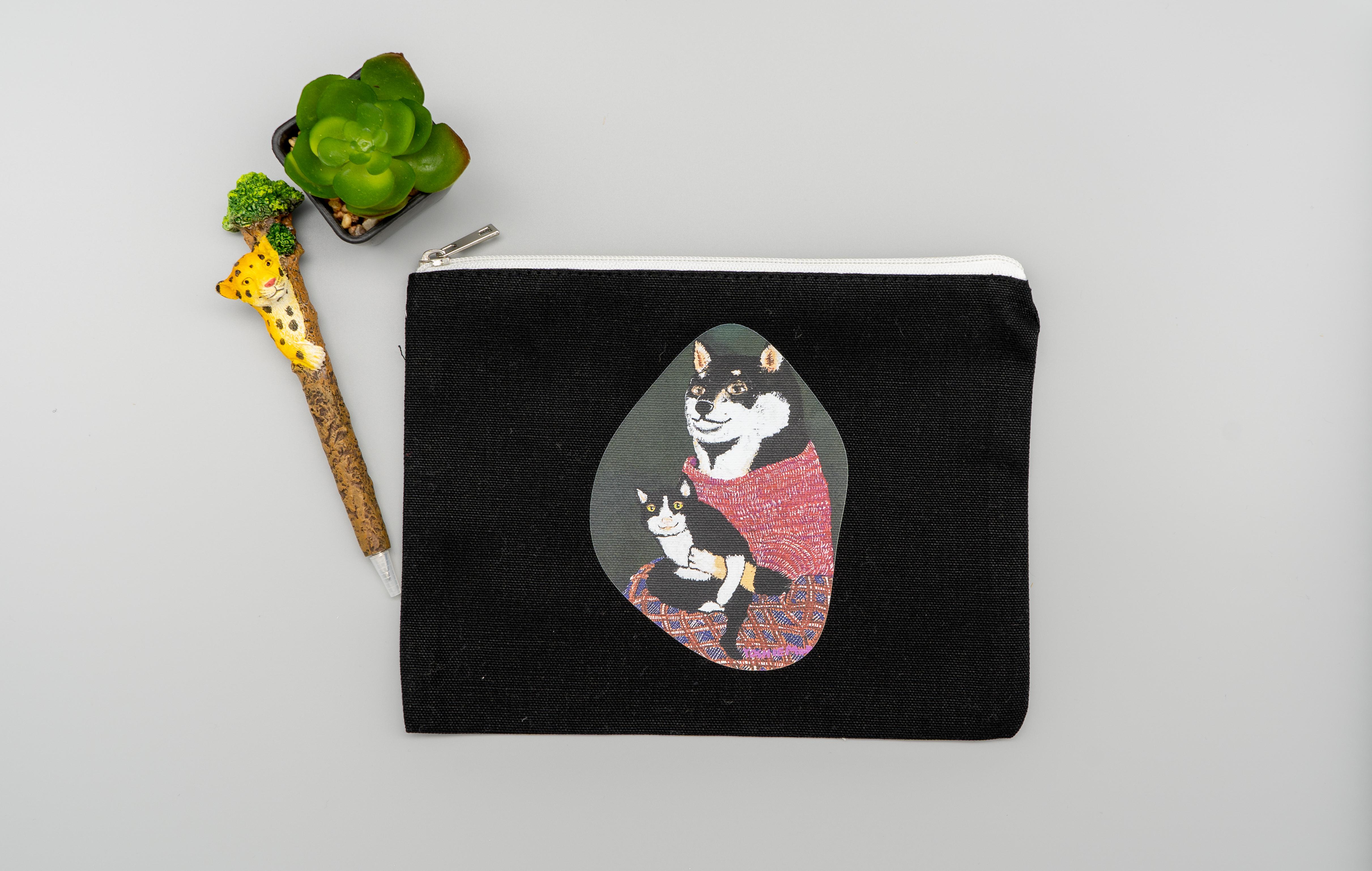 【キャンバスフラットポーチM】黒柴さんと黒猫さん