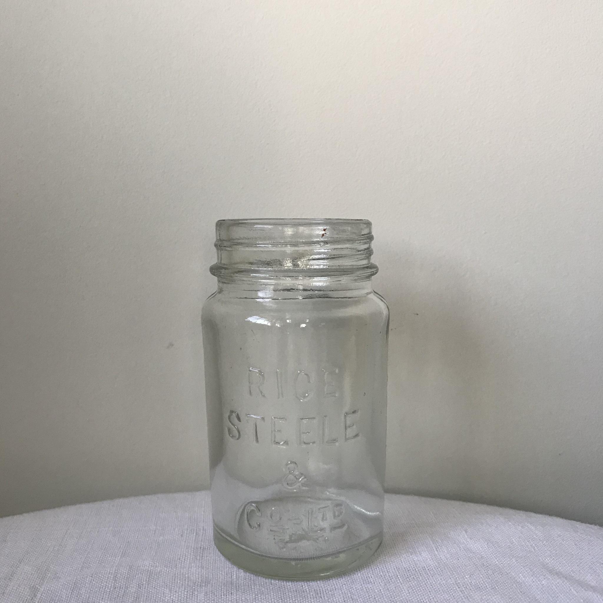 薬屋さんのガラス瓶