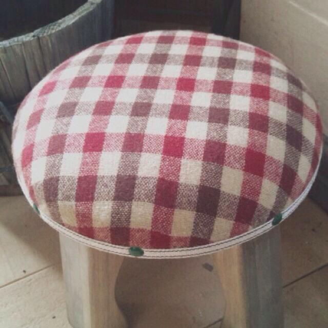 wood market 背の低い椅子 赤チェック丸形