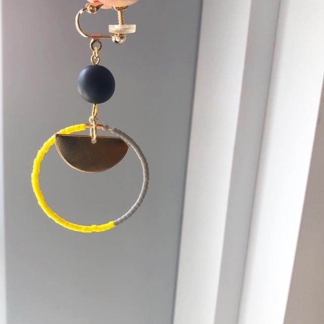 "cocoiro ""hoop×gold plate"" イヤリング yellow×gray"