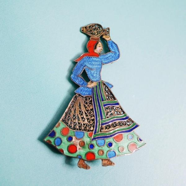 トパジオ 壺を運ぶ女性 ポルトガル ヴィンテージブローチ