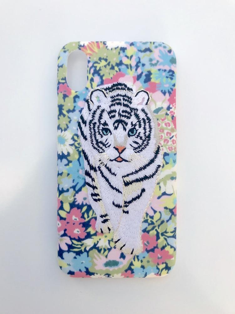 【iPhoneX専用】刺繍iPhoneケース ホワイトタイガー