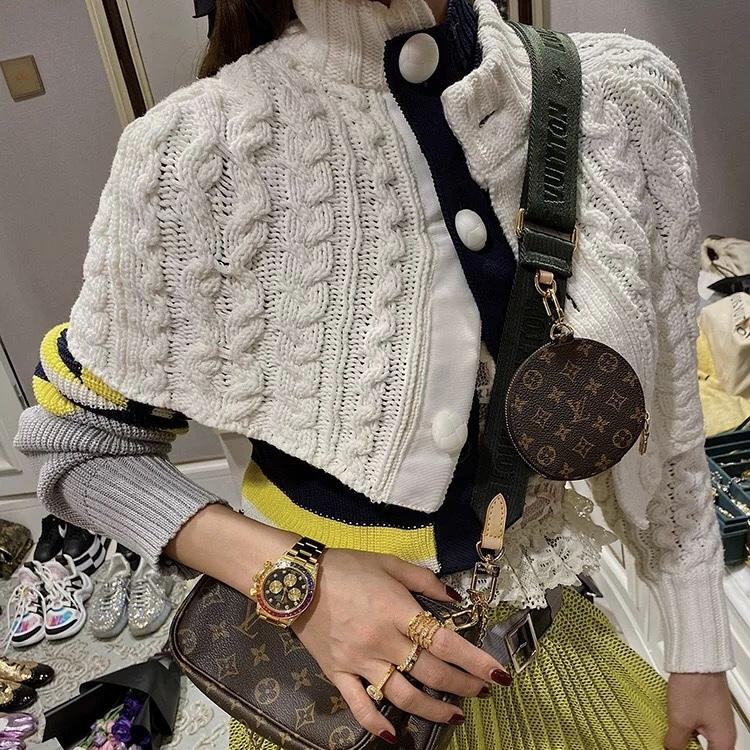 irregularity sleeve knit