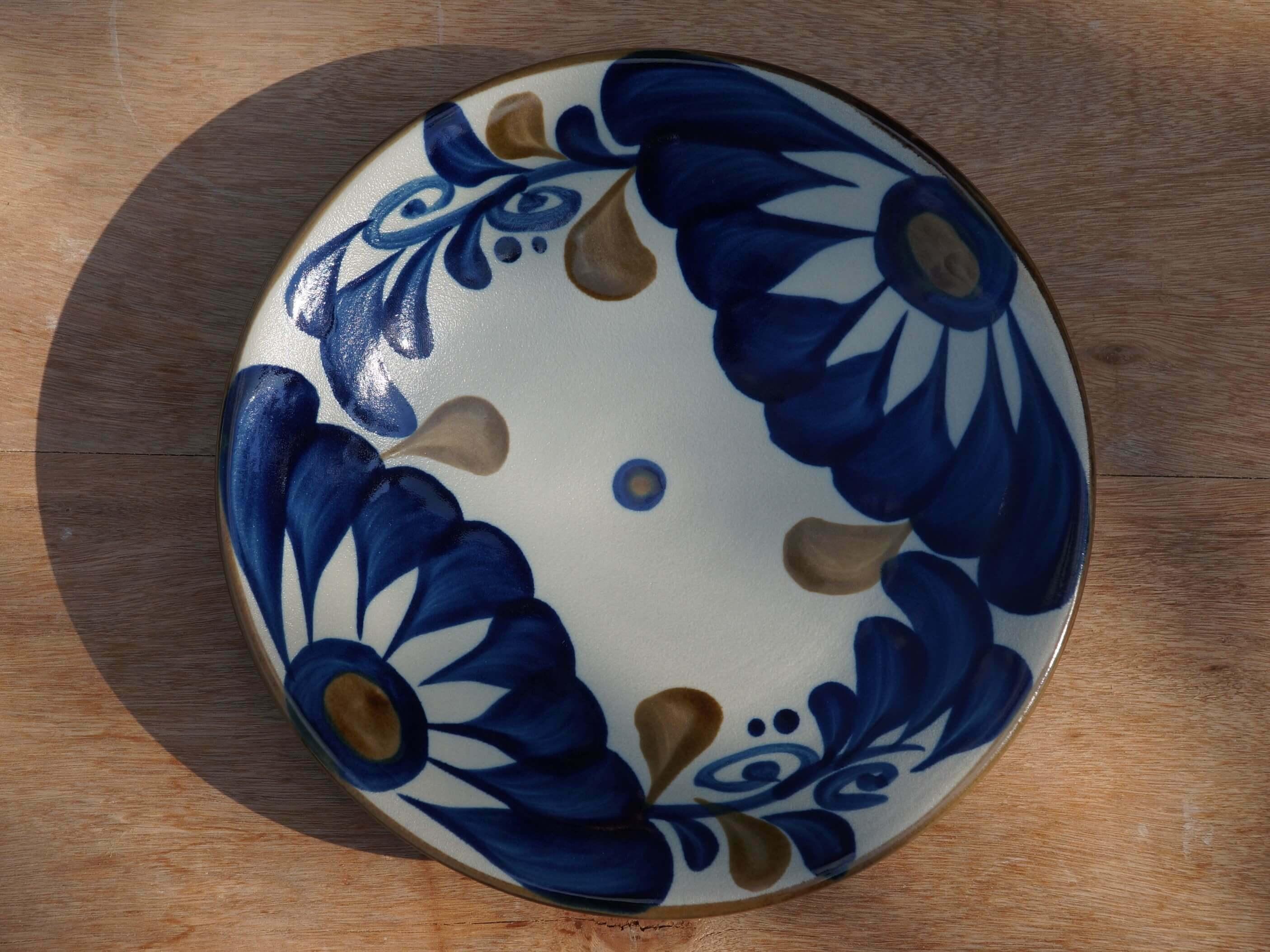 コバルトが鮮やかな唐草7寸皿(約21cm) ヤチムン大城工房 大城雅史 やちむん