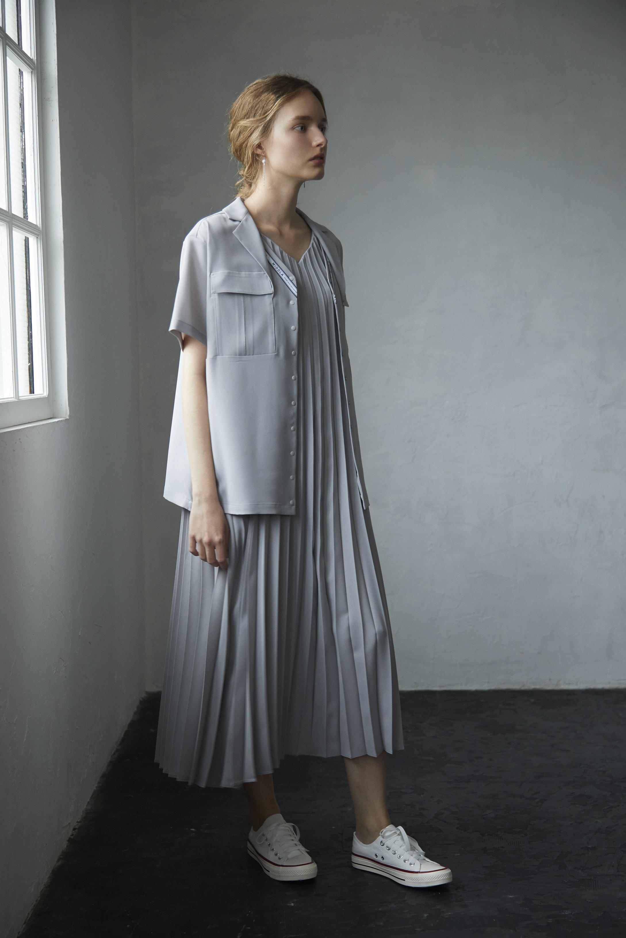 【2021SS先行受注アイテム】RELAX TWILL PLEATS CAMISOLE DRESS