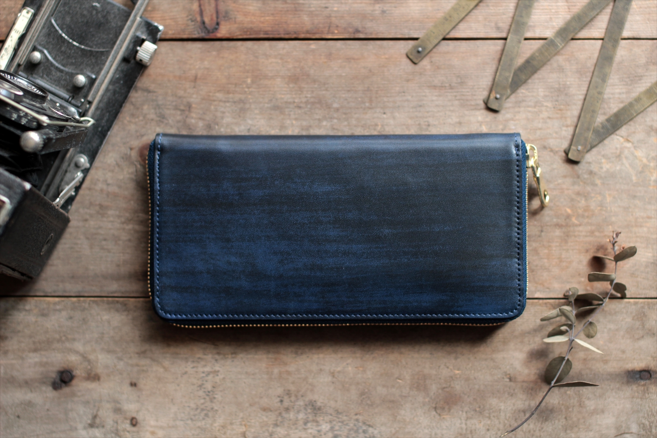 藍染革[migaki] 全藍 ラウンドファスナー長財布【墨縞】