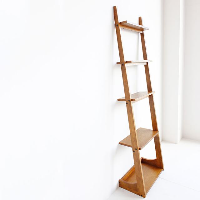 木製ラダーラックでカフェ風ディスプレイ収納。雑誌などで人気急上昇中の収納アイテム。