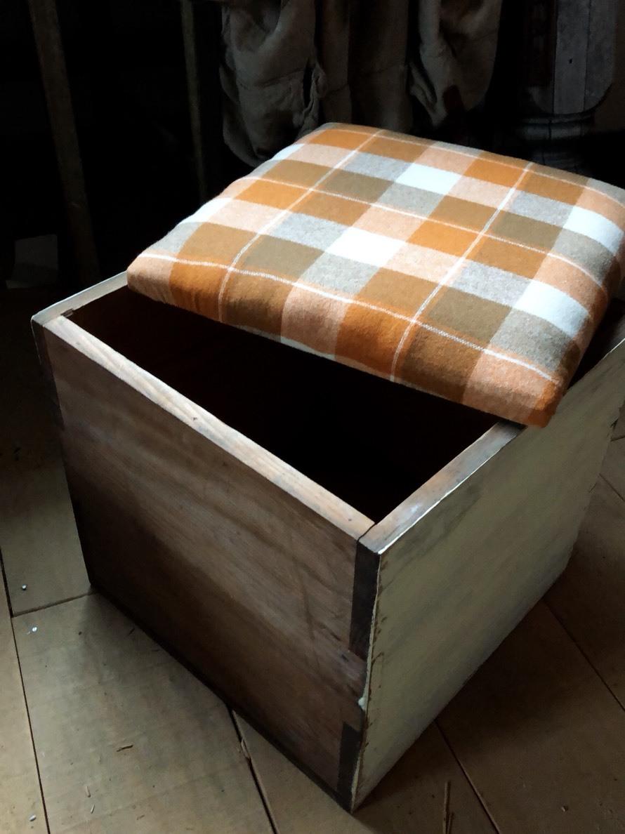 木箱椅子  よかったら数字入れるよ。