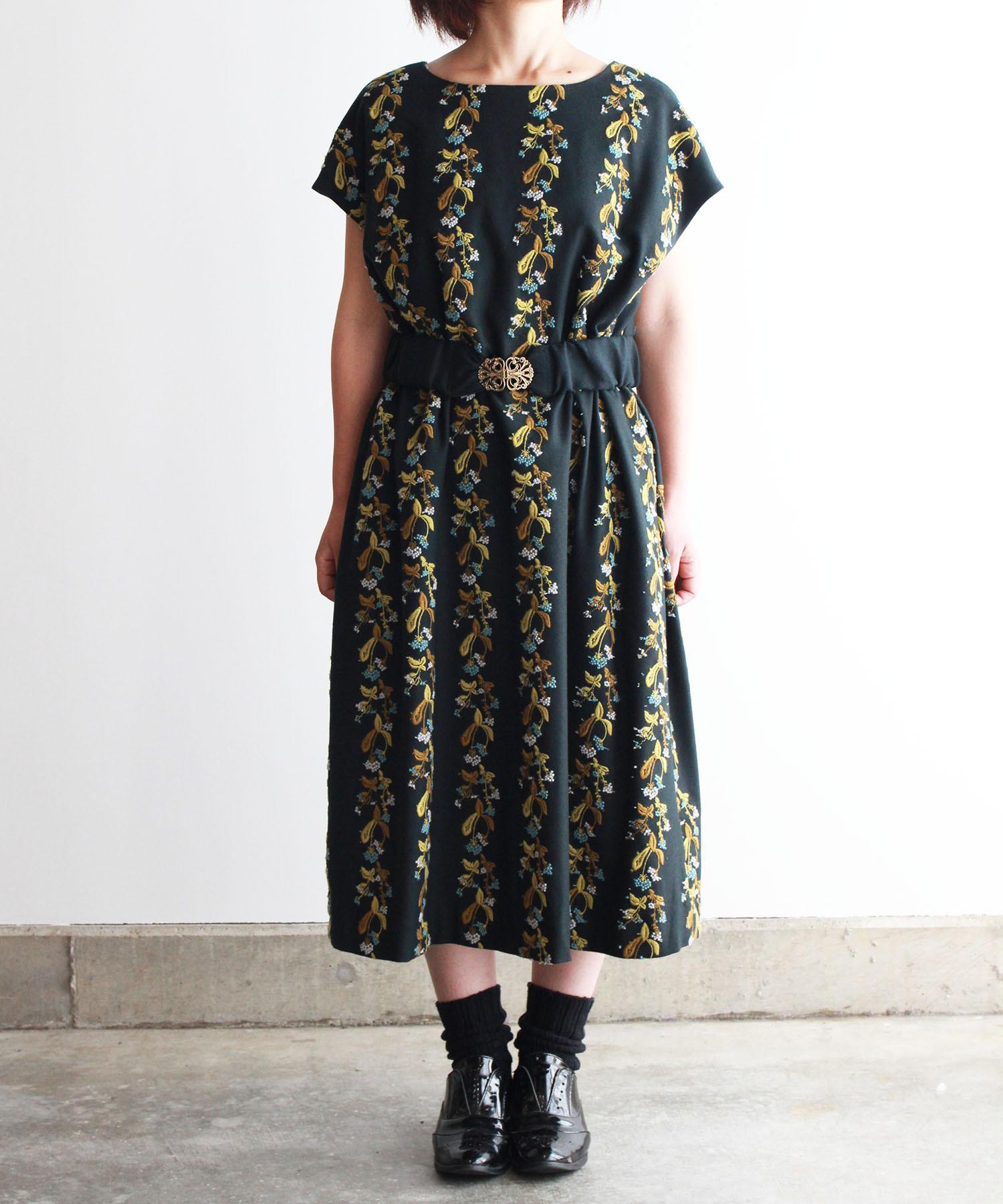 撫菜刺繍のゆったりワンピース ダークグリーン(evh636-GRN)