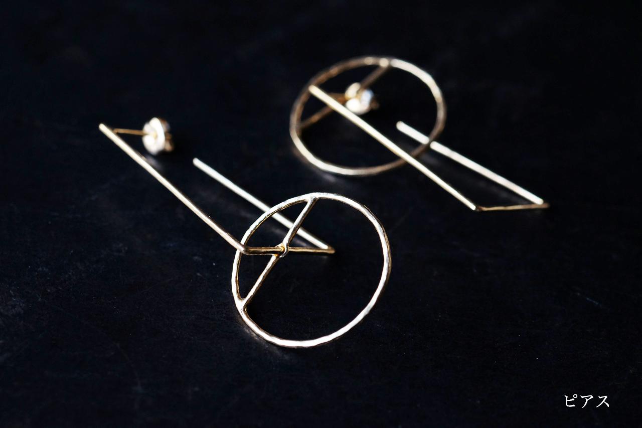 円と台形のピアスー前方後円墳 ー (gold)