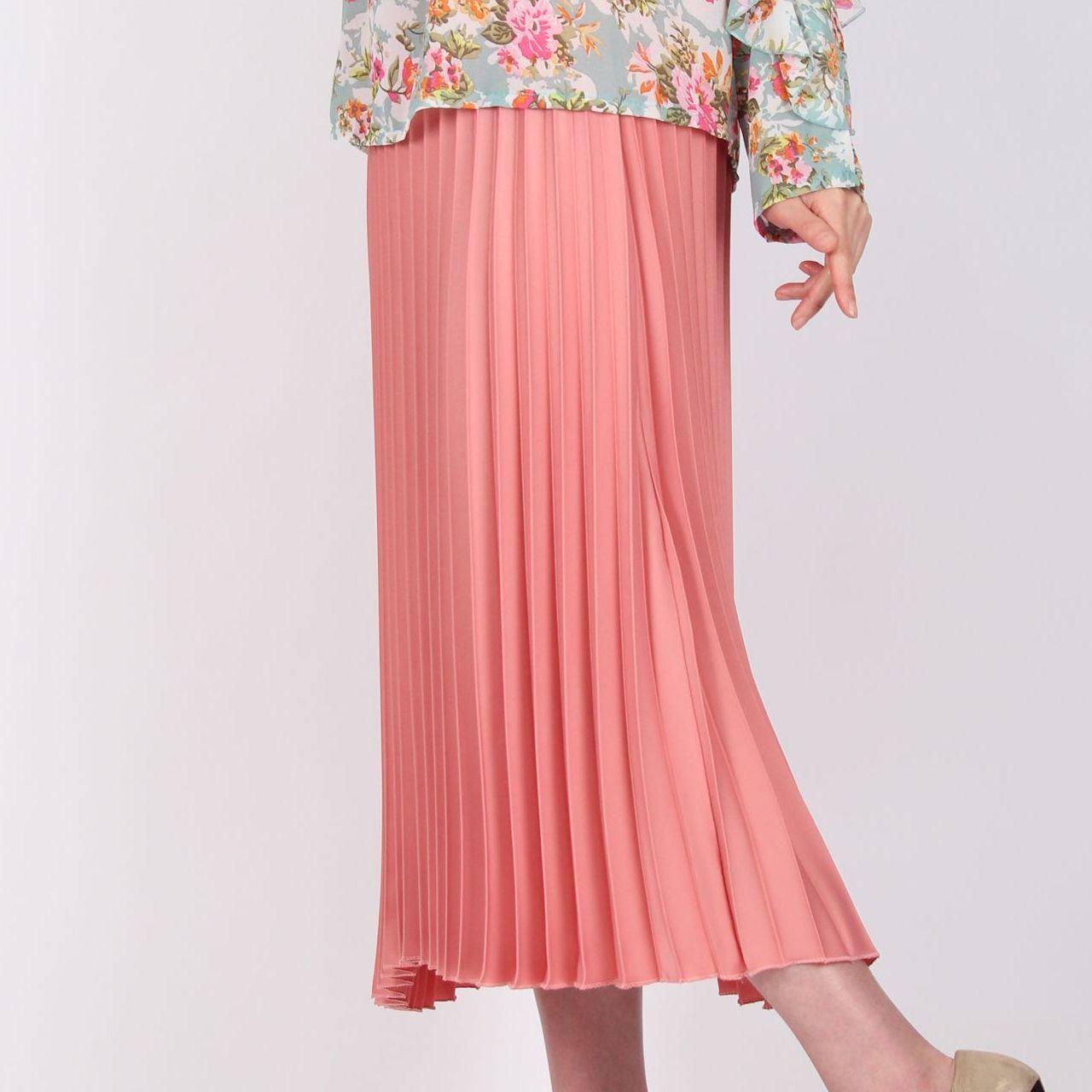 ピンク光沢プリーツスカート