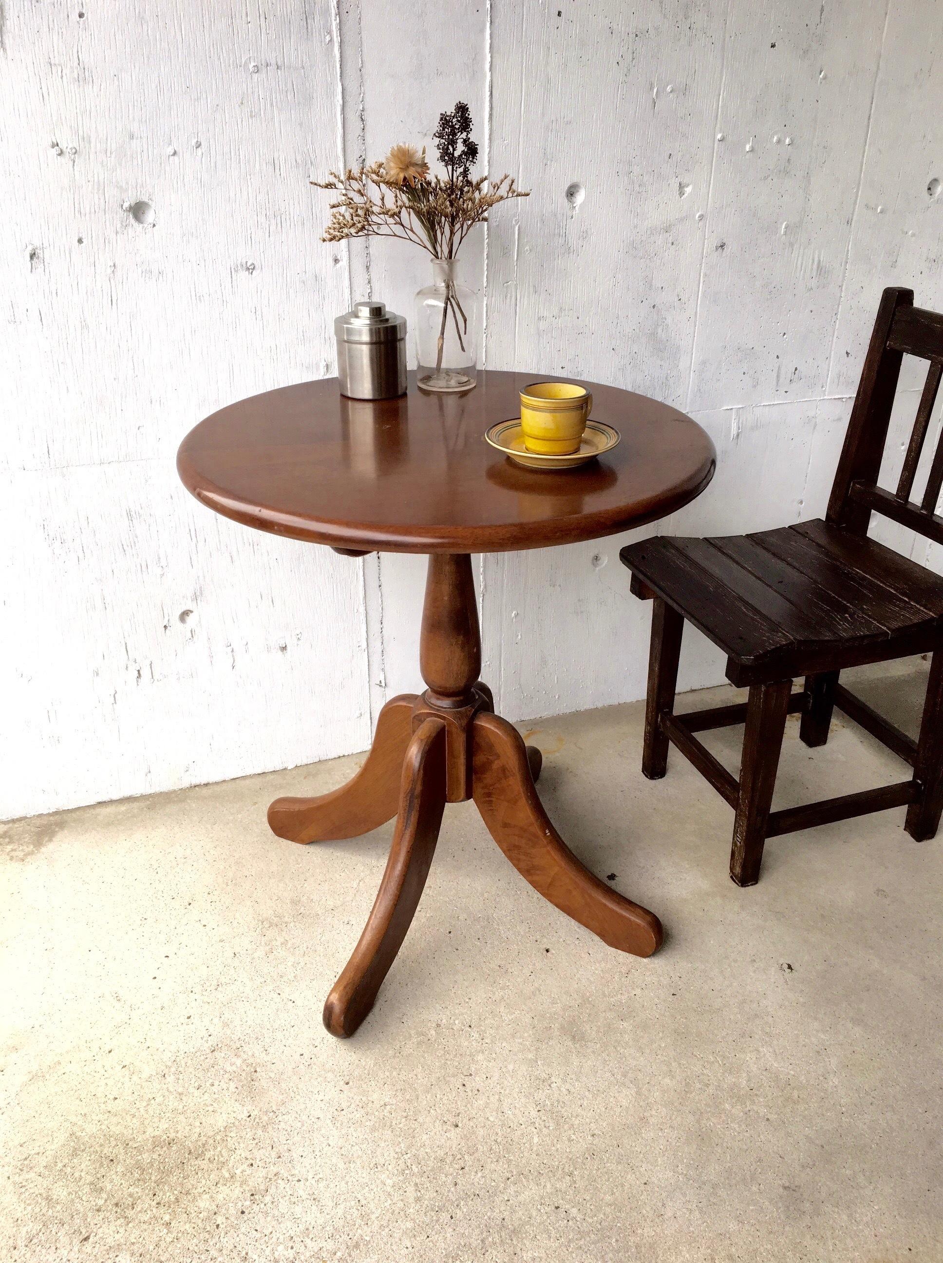 濃い木味のラウンドテーブル[古家具]