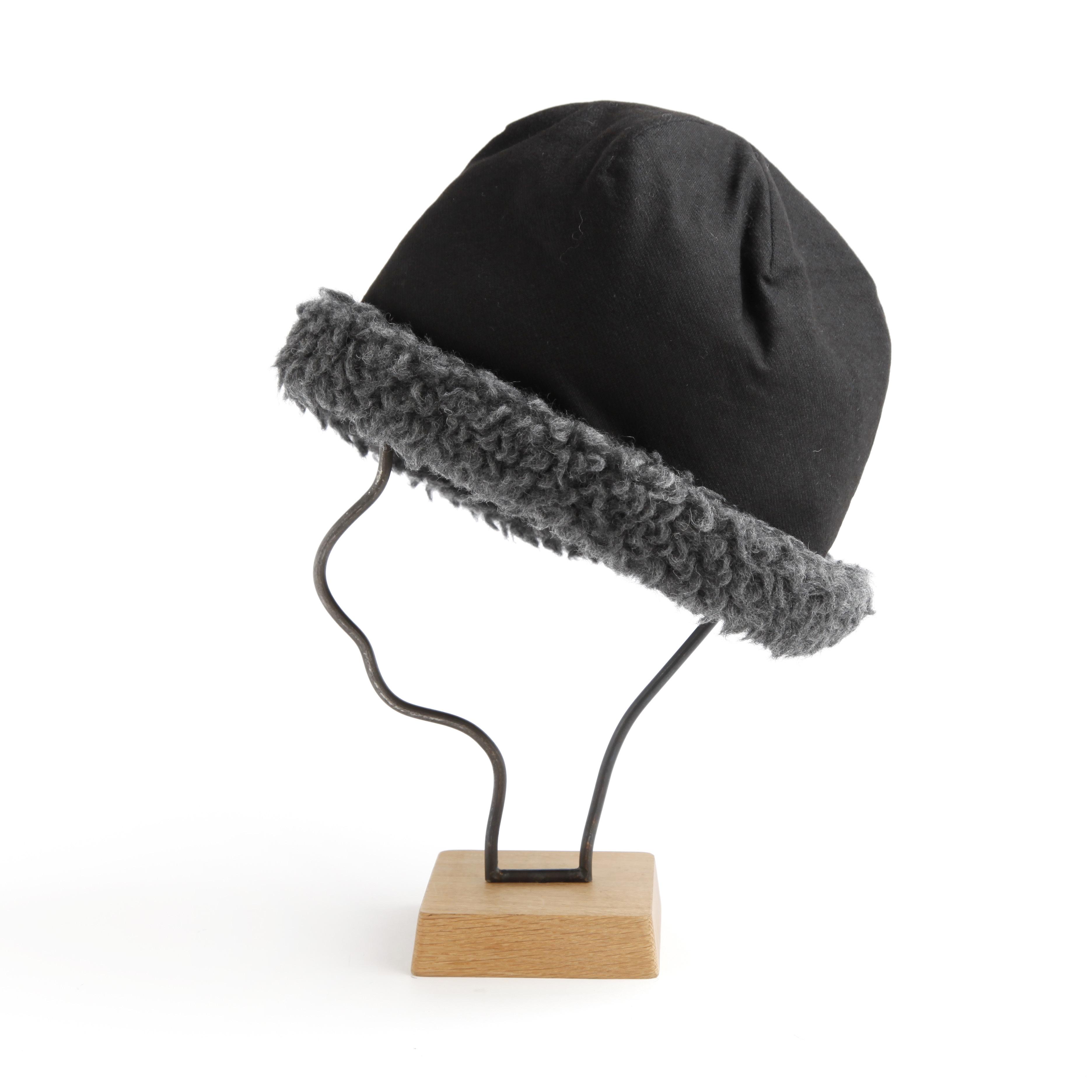 mature ha./hood cap black