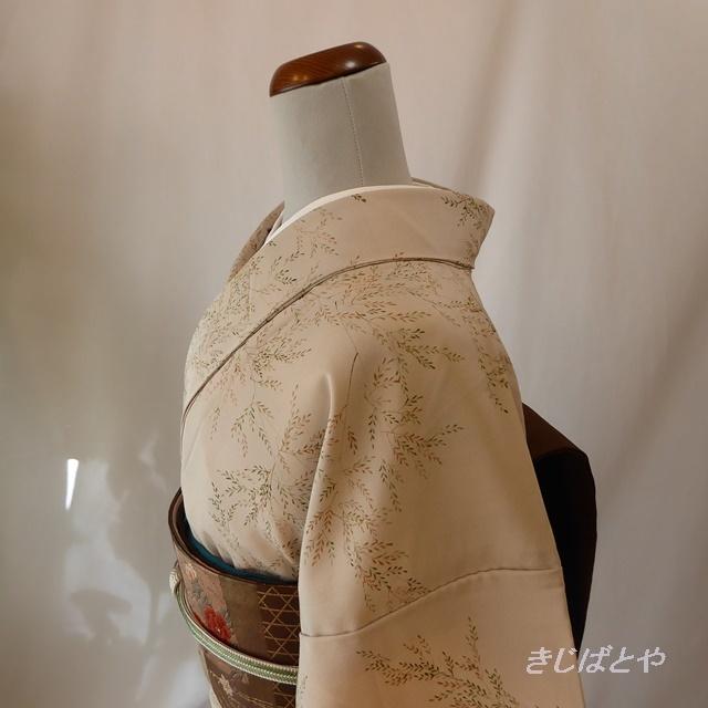 正絹ちりめん 白茶(しらちゃ)に葉の総柄小紋 袷