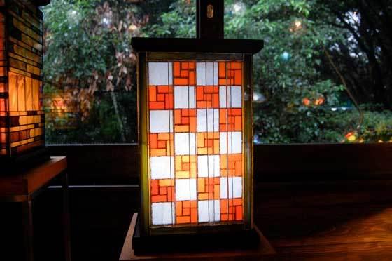木行灯市松(ティファニーランプ)(ステンドグラスのテーブルランプ) 01040011