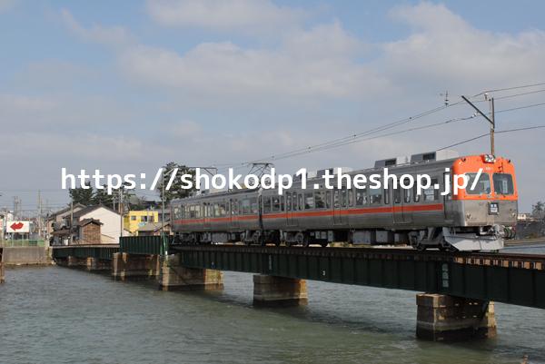 北陸鉄道8000系と川DSC_0216