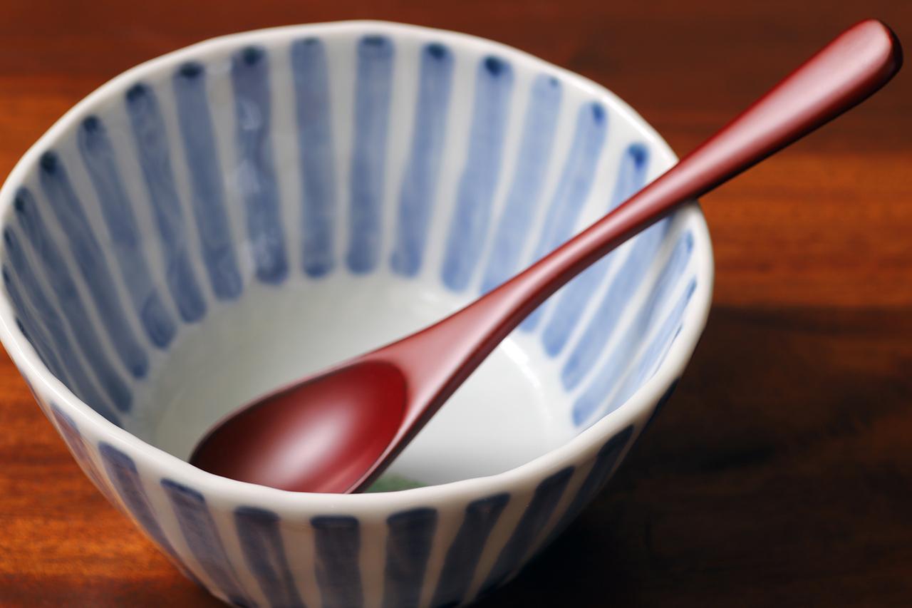 藍水 十草一つ花黒百合 線彫小鉢 うつわ藍水(波佐見焼)