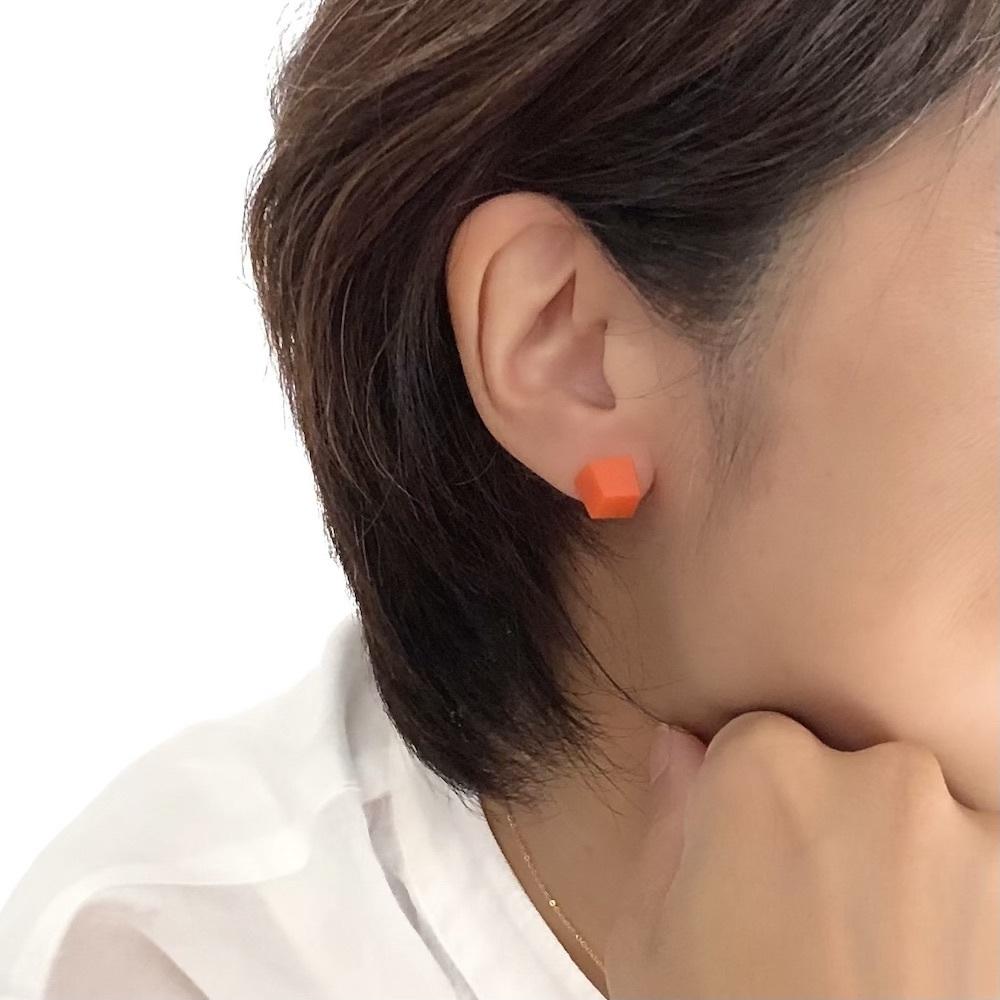 スペイン発 角型 ピアス マットなオレンジ