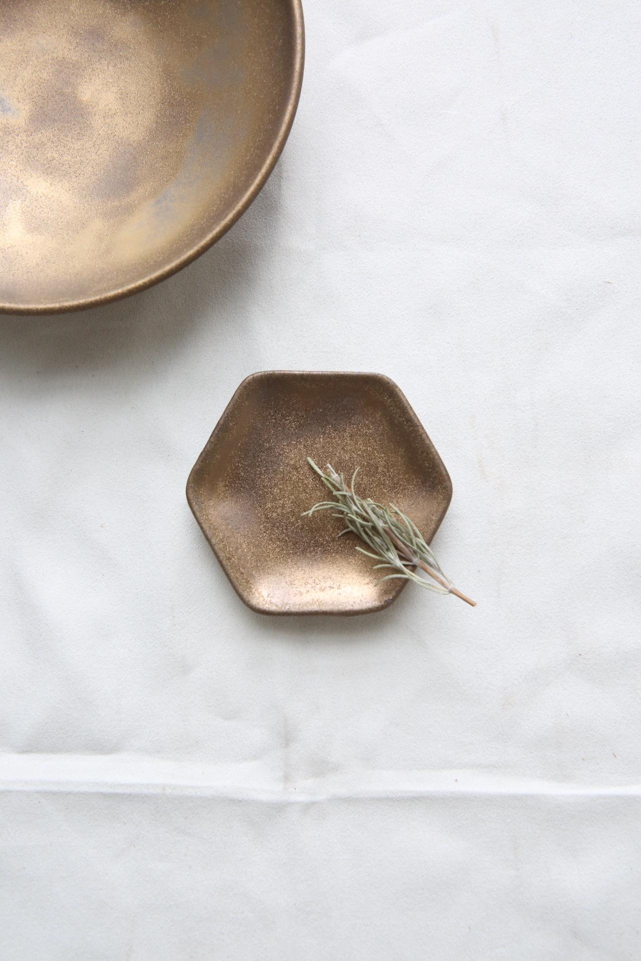 金泥釉 六角豆皿