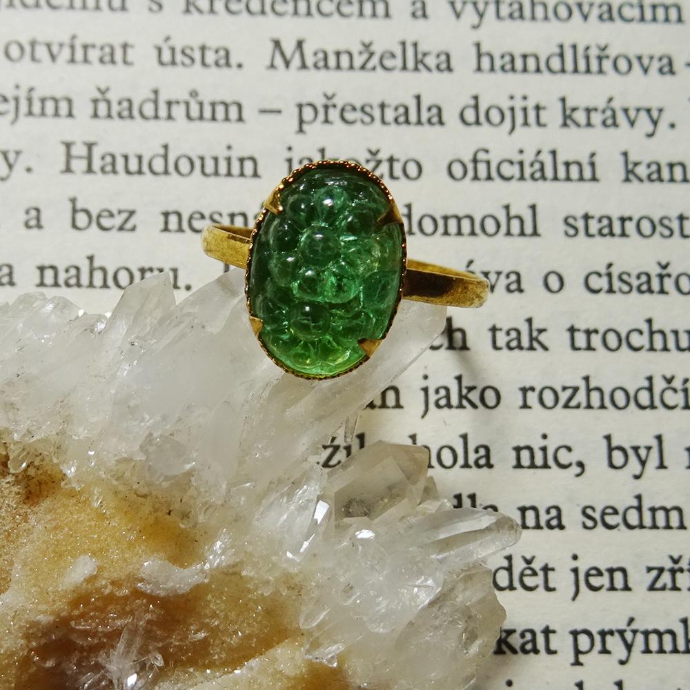 チェコスロバキア ヴィンテージガラス デイジーモチーフのオーバルリング / ライトグリーン #16