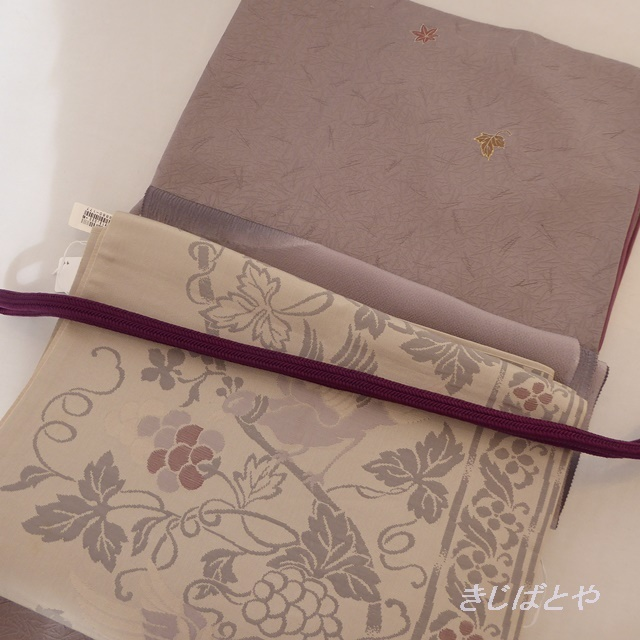 【F様ご予約品】正絹 白地に銀鼠の花食い鳥の袋帯