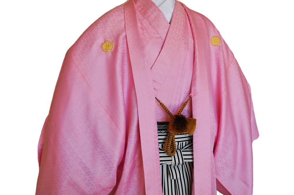 レンタル男性用【紋付袴】桃色着物羽織と黒銀ぼかしの袴フルセットpink1[往復送料無料] - 画像3
