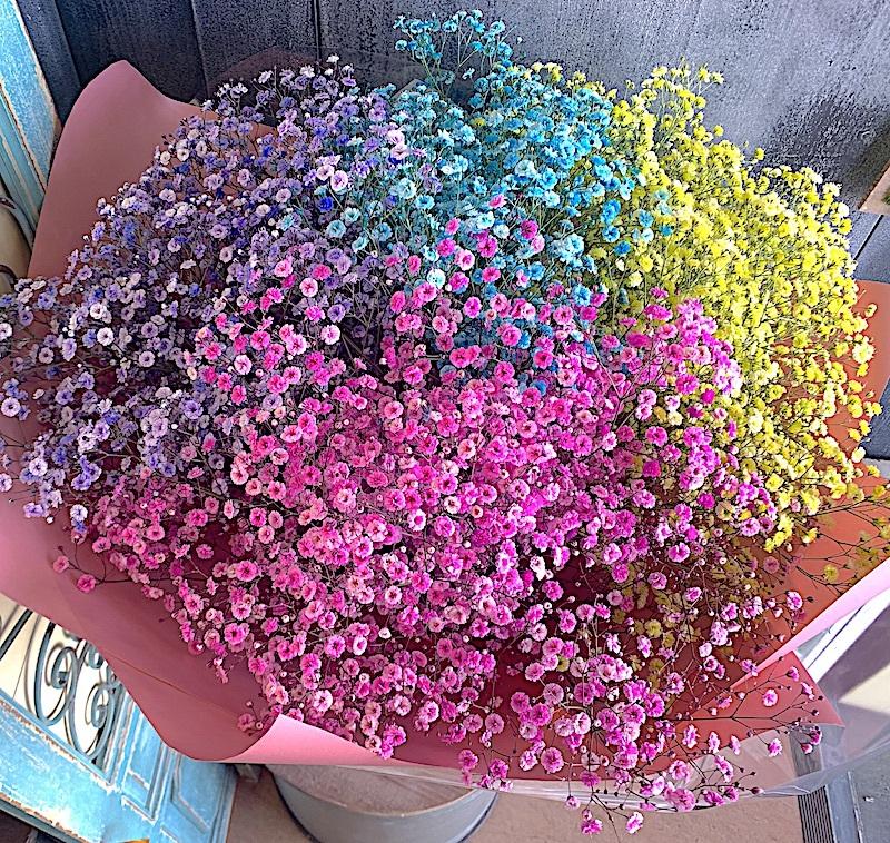 かすみ草のカラフル花束