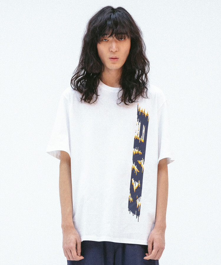 [FMK] FMK VERTICAL GRAPHIC T-SHIRT - WHITE