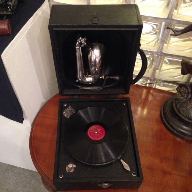 "Antique Gramophone ""Junior Portable"" DECCA 1925"