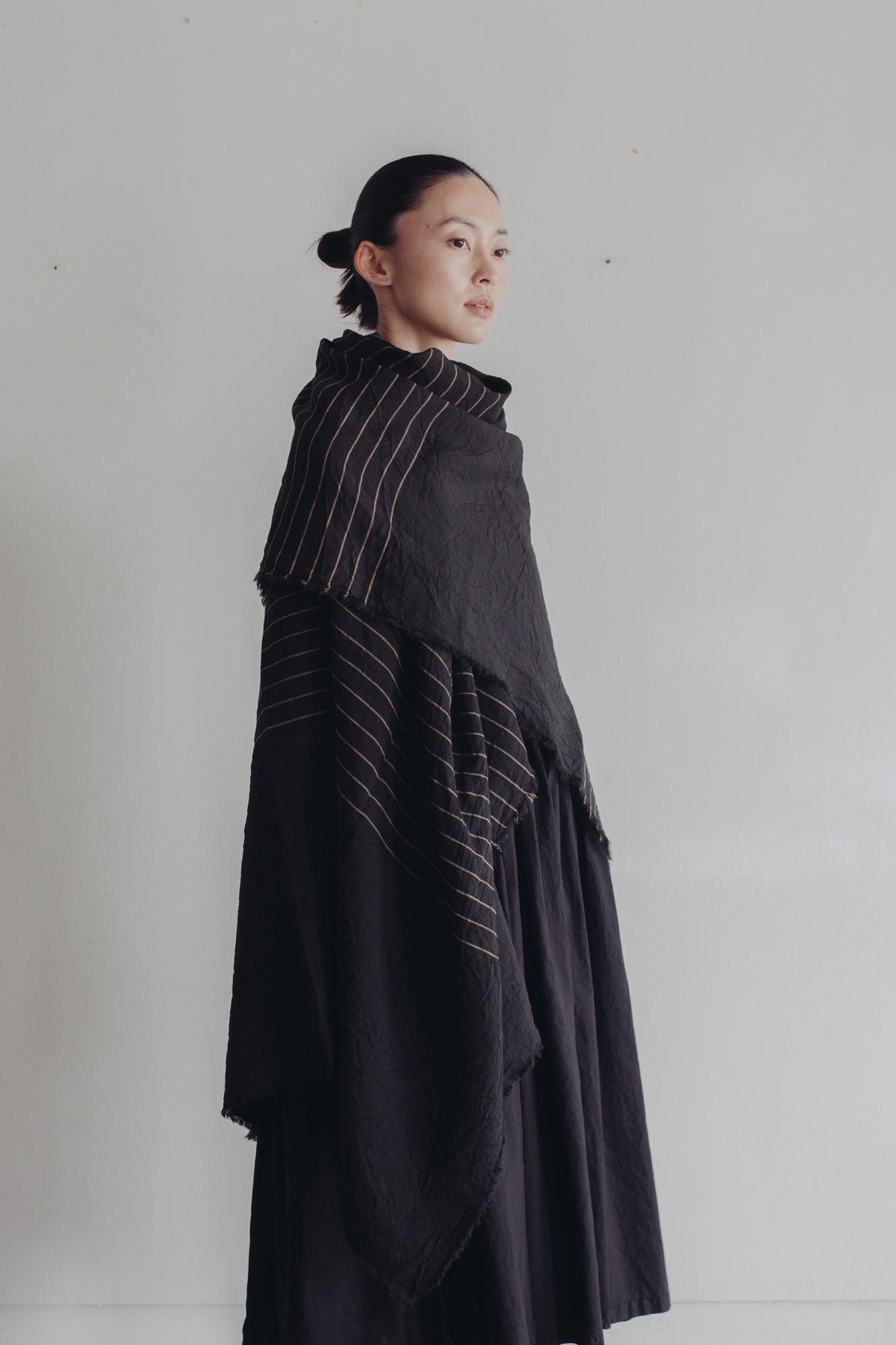 01531-1 yarn dye linen stole / black
