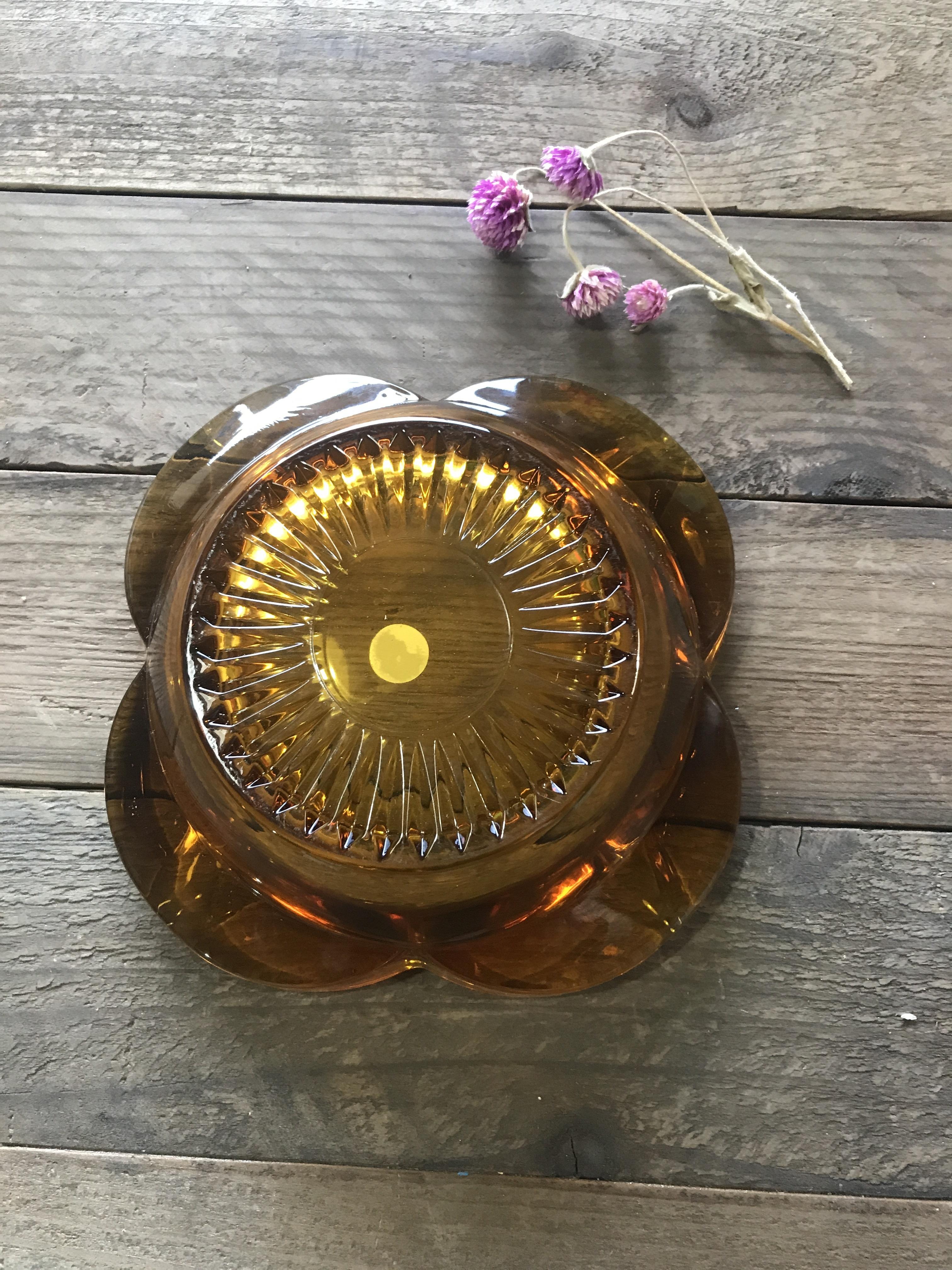 ホヤガラス アンバーの花びらの灰皿
