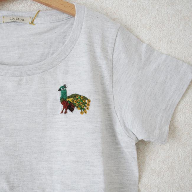 刺繍Tシャツ(クジャク glay) /Ssize/283a1/ ilo itoo / GUATEMALA グアテマラ