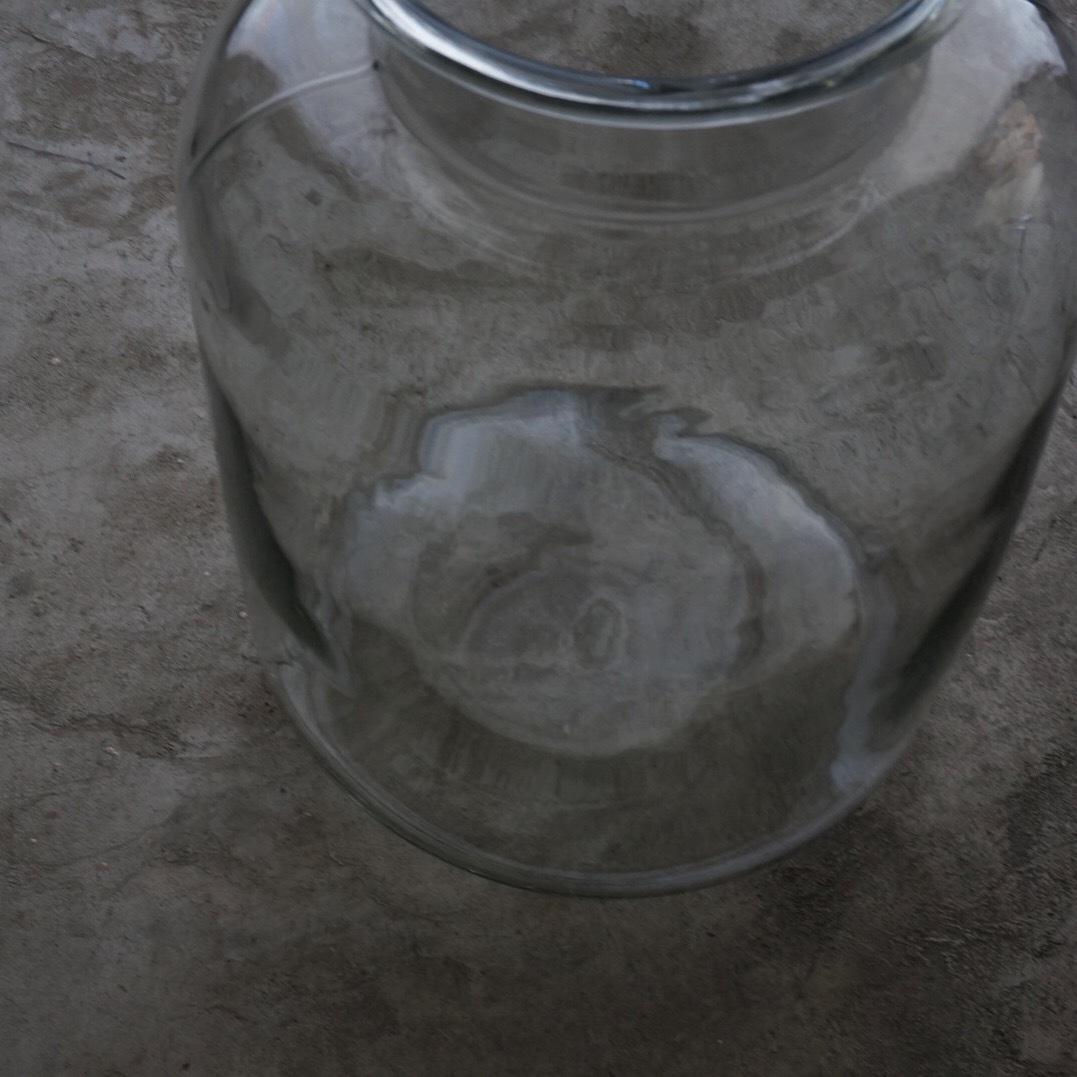 古い国産の大きなガラス瓶