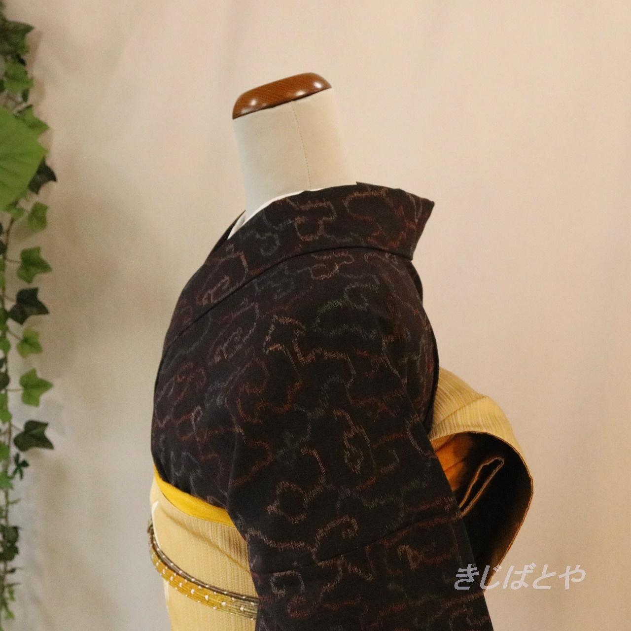 正絹紬 黒地に幾何学模様の総柄小紋 単衣