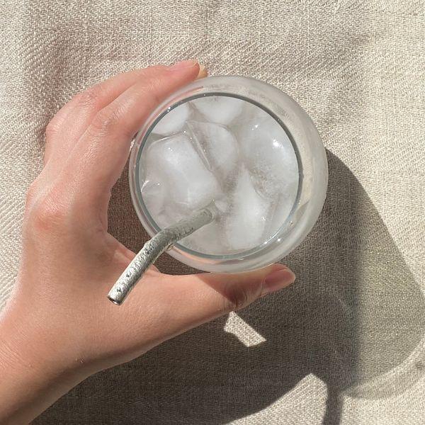氷の冷たさが唇に伝わる straw 〜mini〜